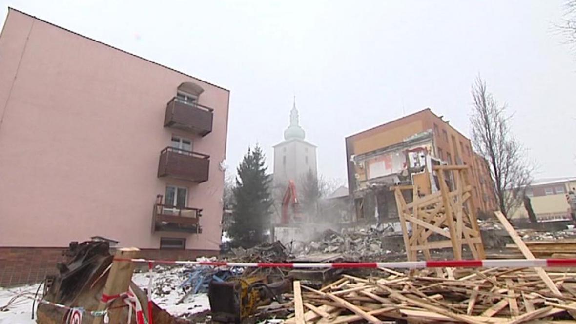 Demolice zničeného domu se chýlí ke konci
