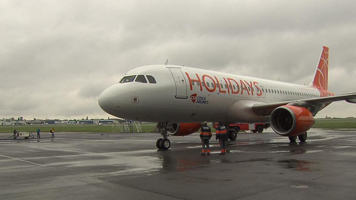 Zbylá letadla HCA jdou pod Travel Service