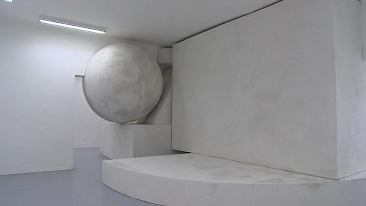 Dominik Lang / Procházení zdí