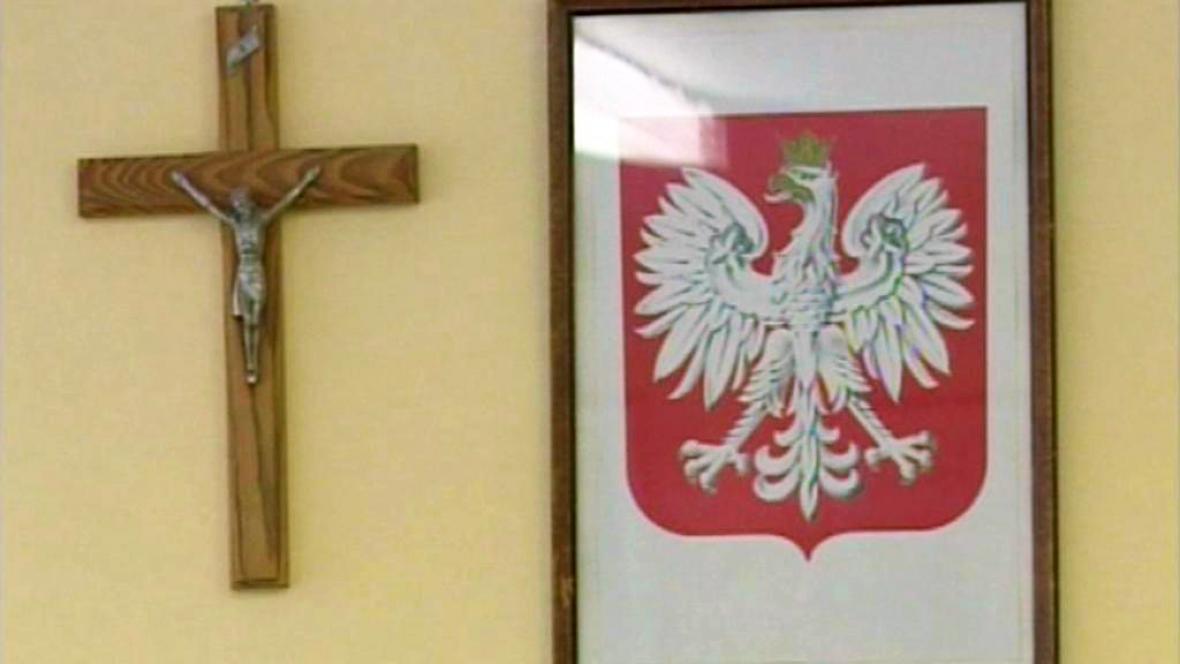 Kříž na polských úřadech