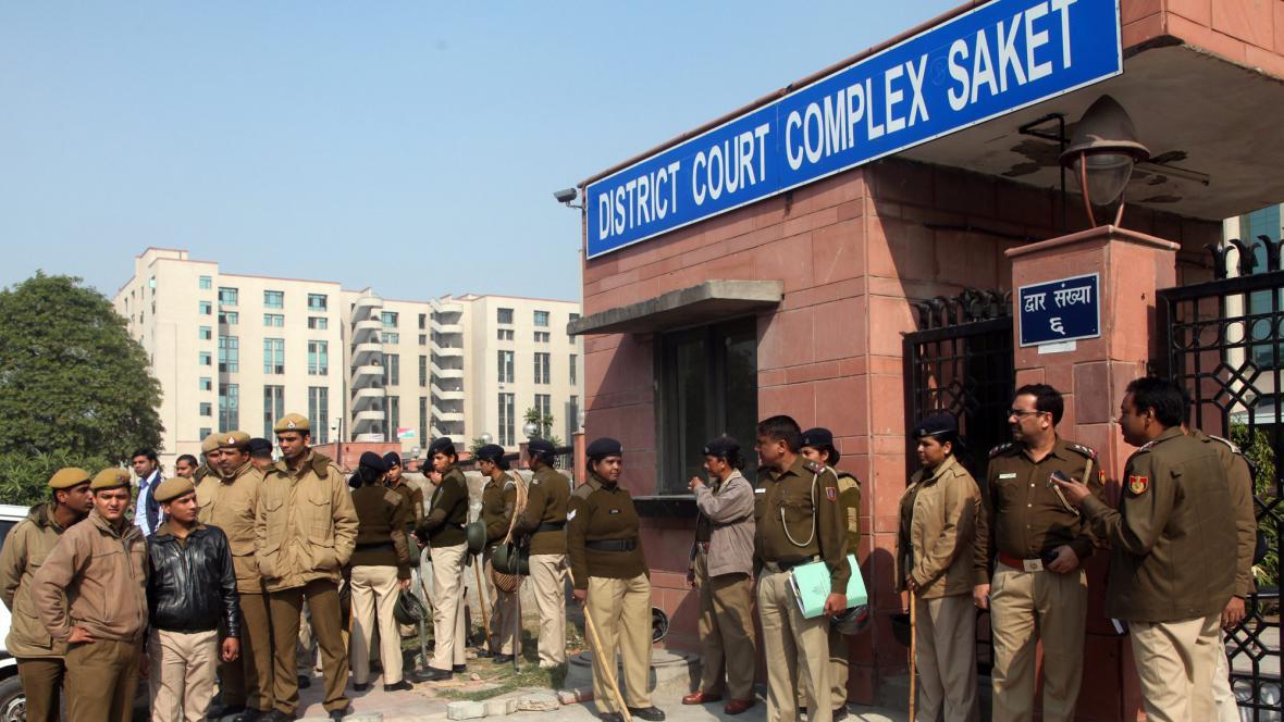 Soud, kde se koná proces s násilníky