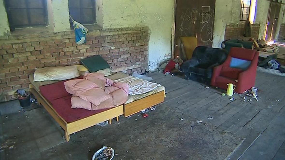Jeden ze squatů, kde se zdržují bezdomovci