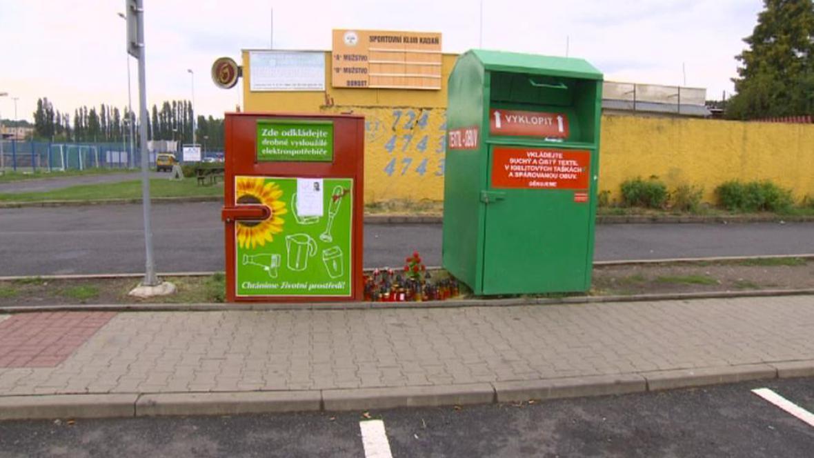 Osudný kontejner (vlevo)