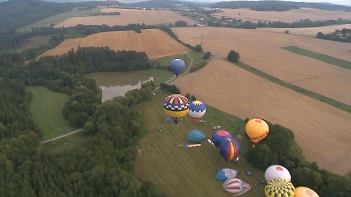 Horkovzdušné balony nad Bouzovem