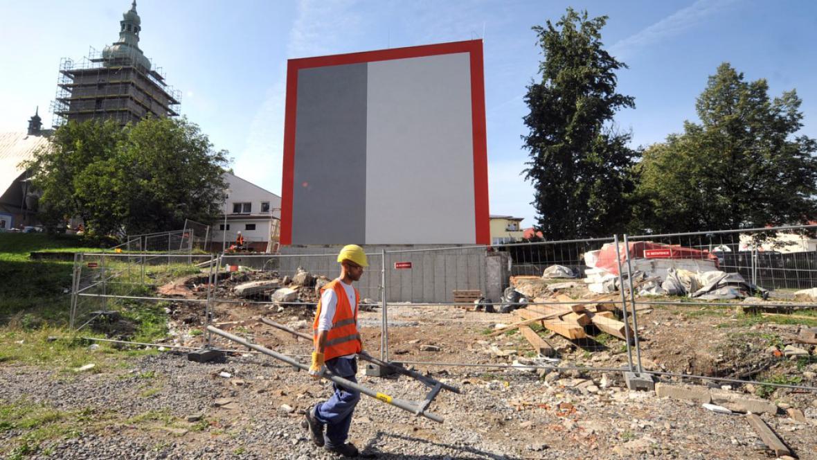 Dokončování rekonstrukce domu číslo 40