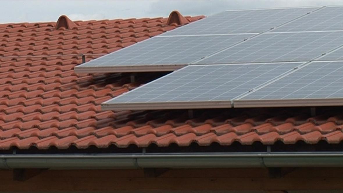 Solární panely na rodinném domě