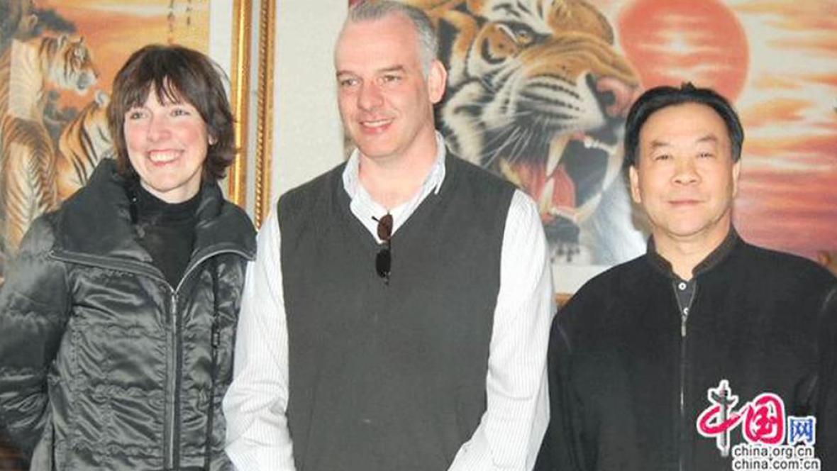 Britský podnikatel Neil Heywood (uprostřed)