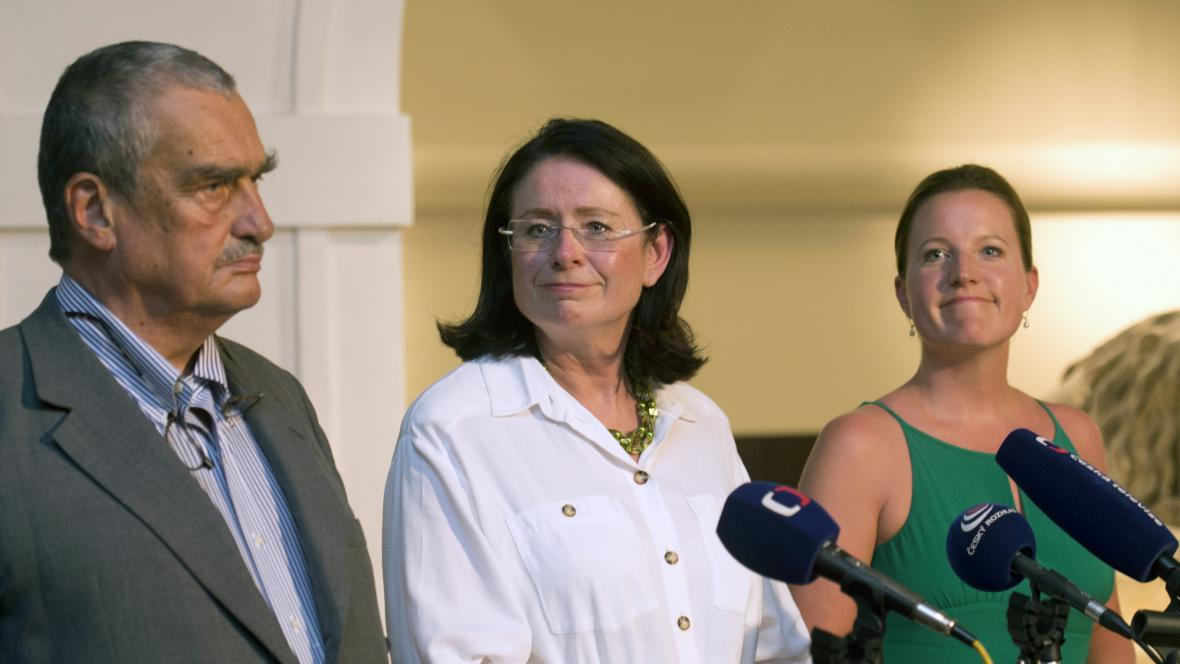 Karel Schwarzenberg, Miroslava Němcová a Karolína Peake