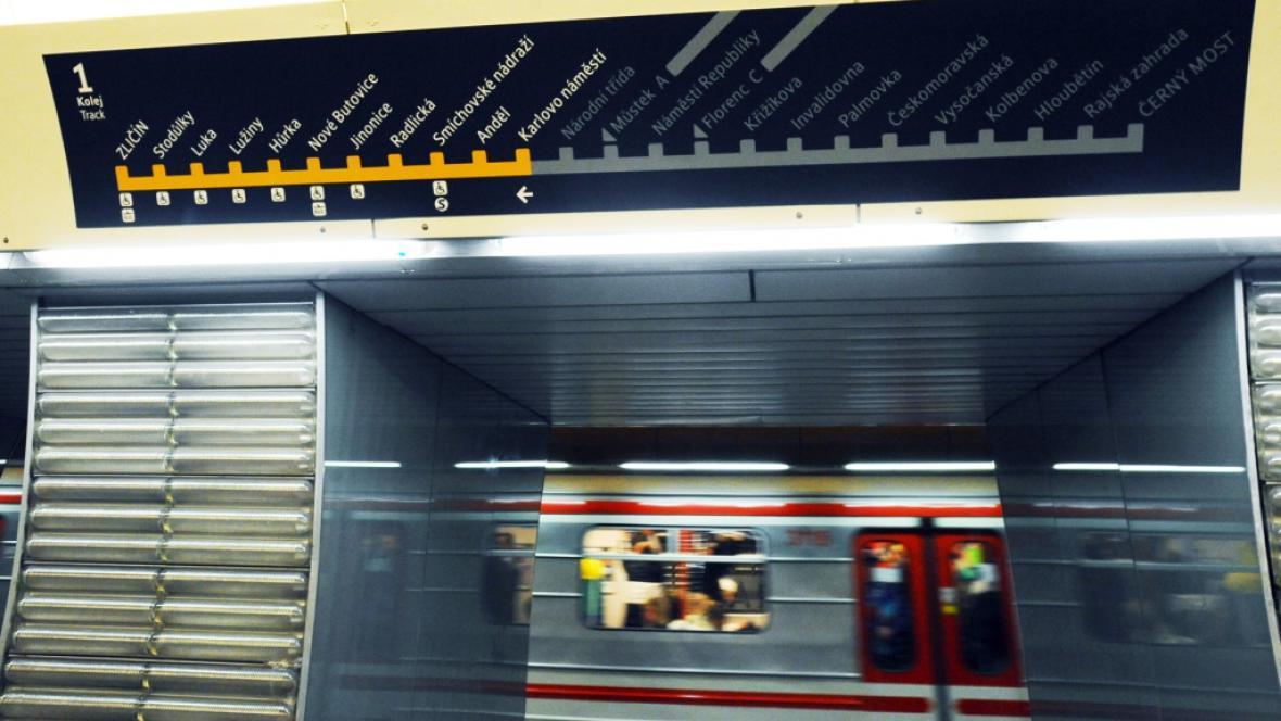 Stanice metra B Karlovo náměstí