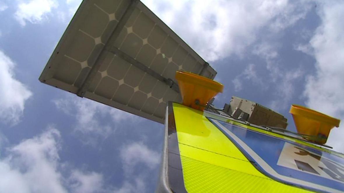 Radar se solárním panelem