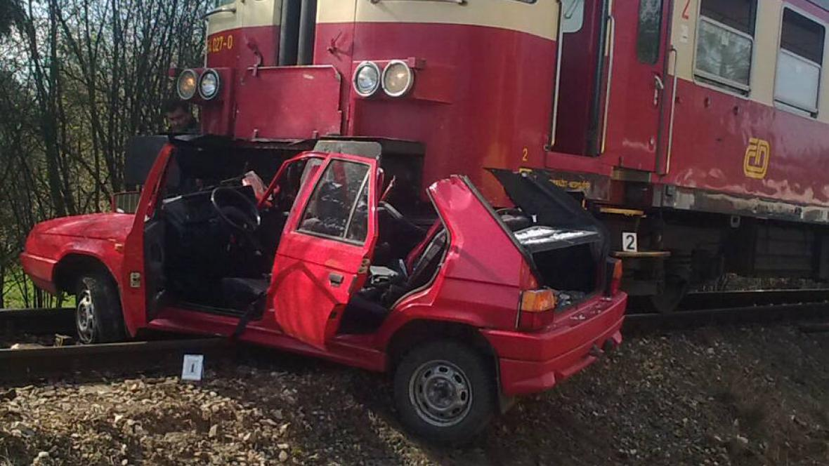 Nehoda vlaku s autem