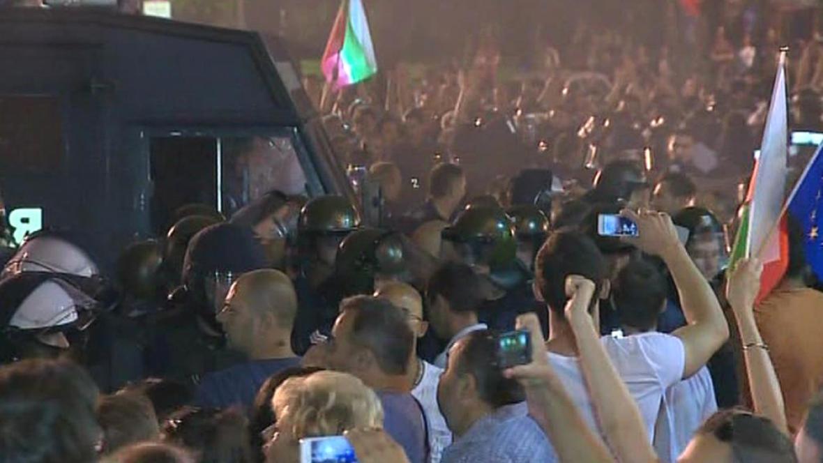 Nespokojení Bulhaři zablokovali vchod do parlamentu