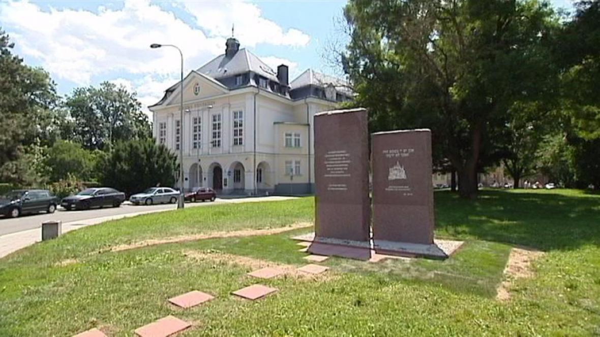 Nový památník na místě bývalé synagogy v Opavě