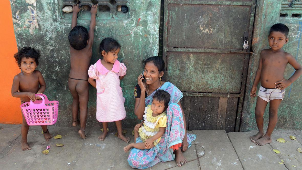 Až polovina obyvatel Indie vlastní mobilní telefon