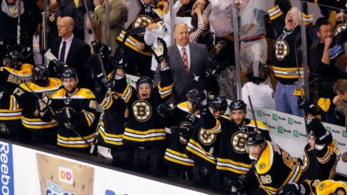 Hokejisté Bostonu se radují s postupu