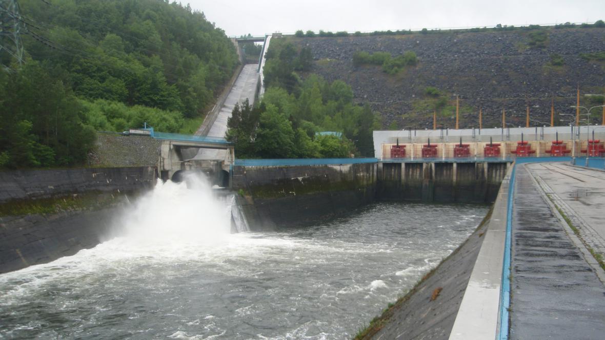 Upouštění vody z Dalešic
