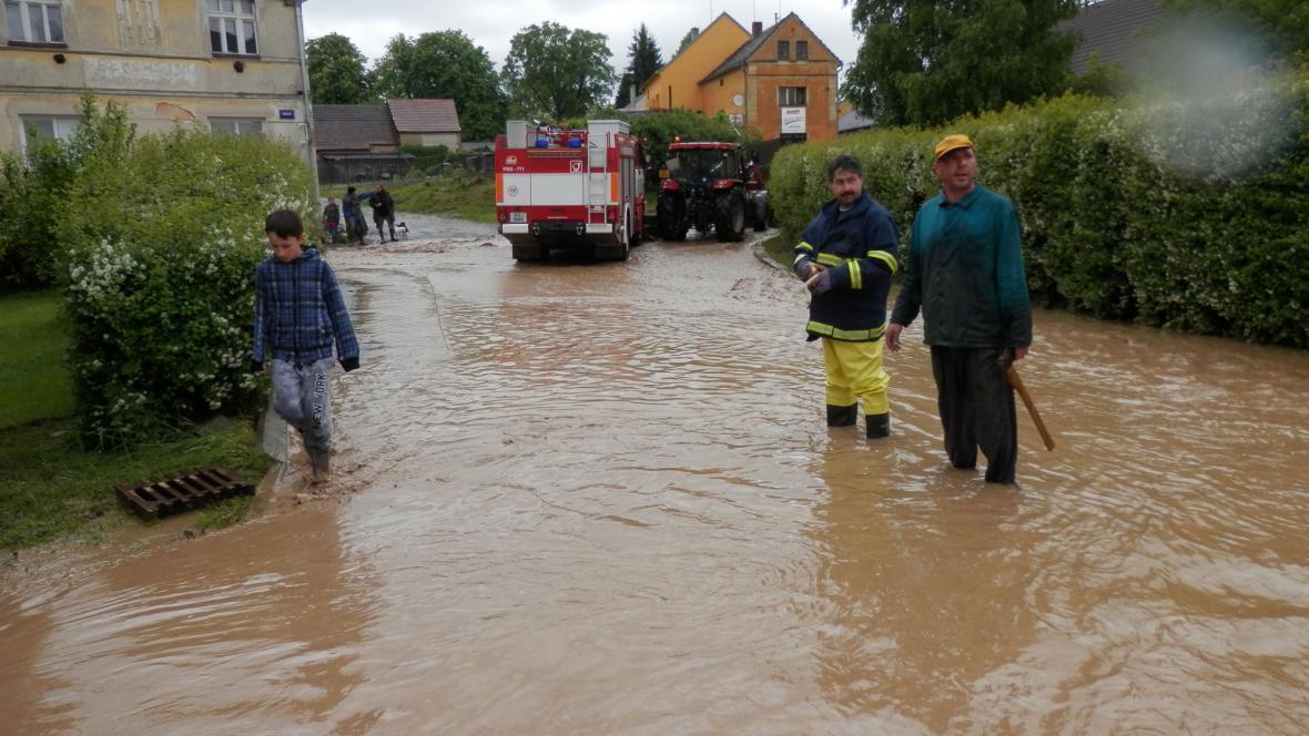 Záplavy v Hostouni