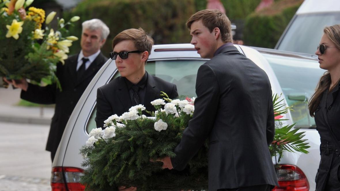 Pohřeb obětí čtyřnásobné vraždy