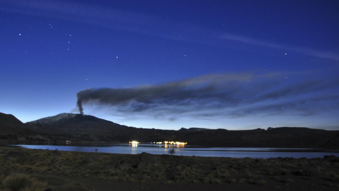 Doutnající sopka Copahue