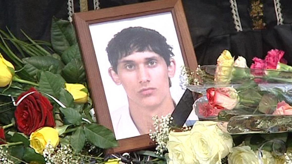 Pohřeb mladíka z Tanvaldu