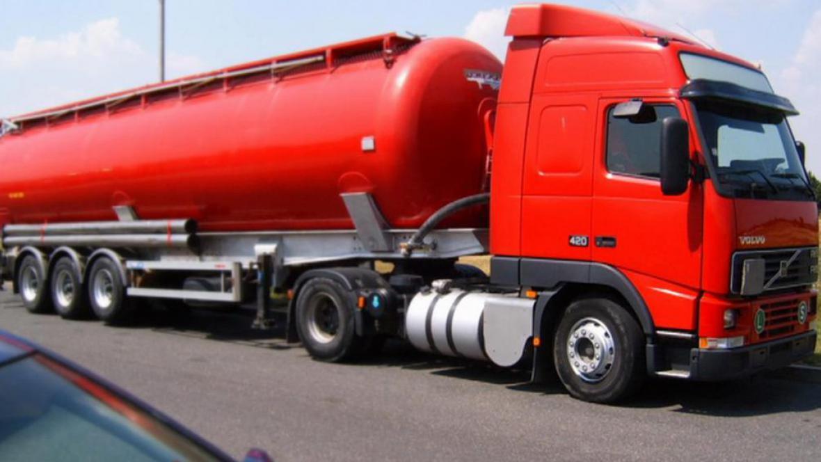 Cisterna s benzinem