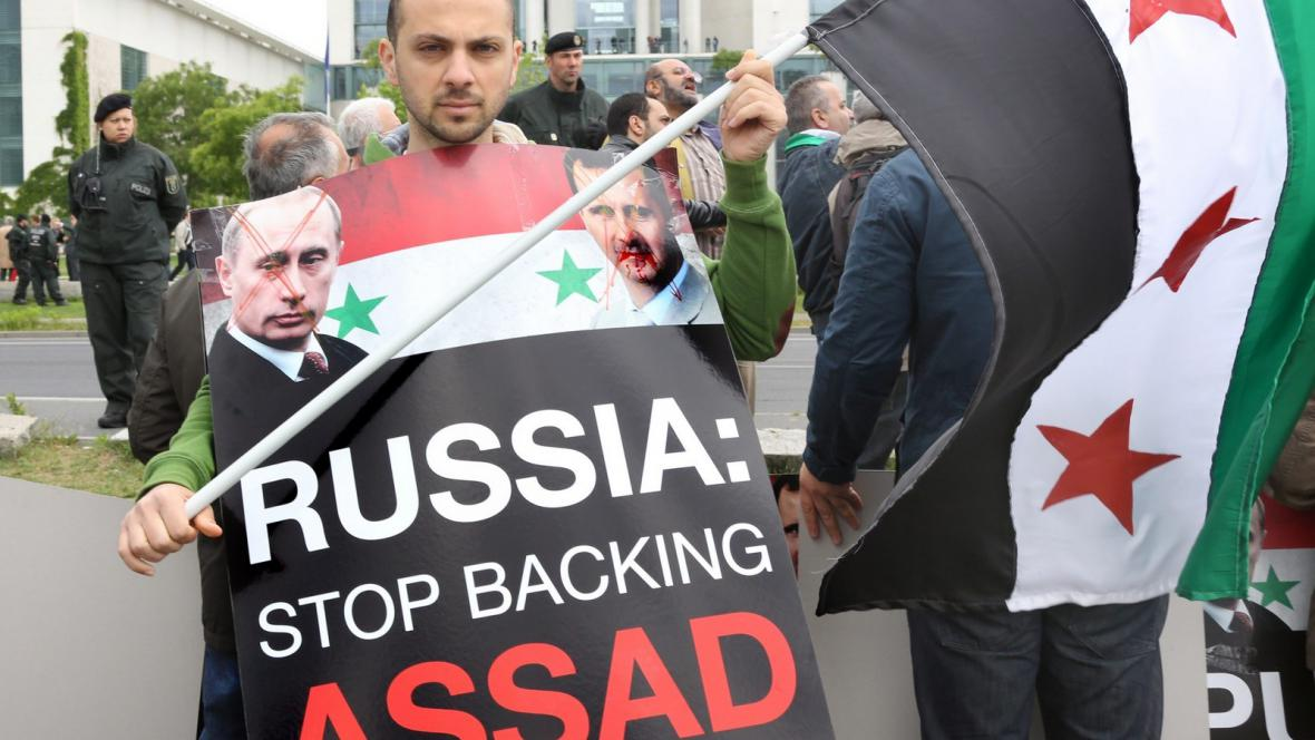 Protest proti ruské podpoře syrského režimu