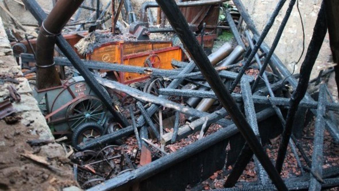 Vyhořelá stodola