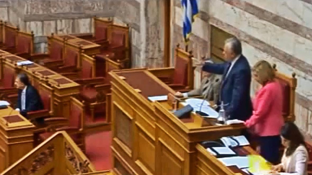 Předseda parlamentu vykazuje ze sněmovny poslance Zlatého úsvitu