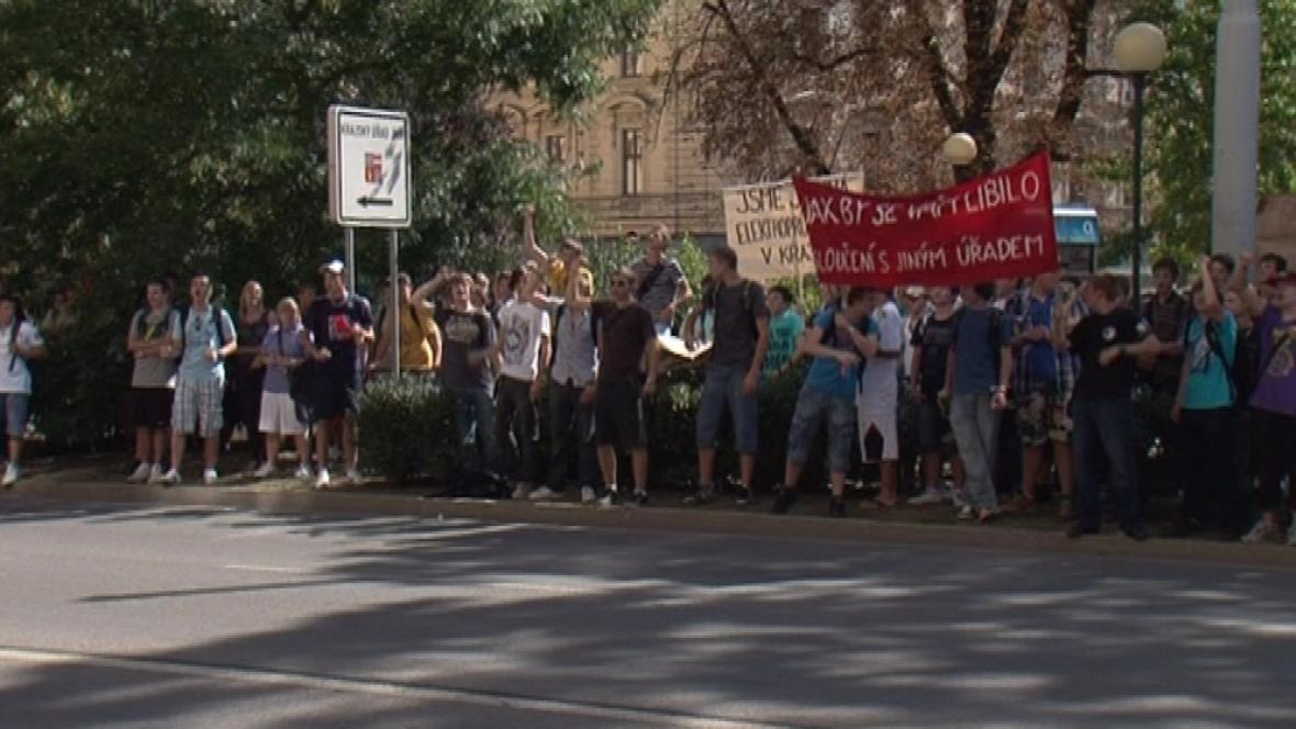 Demonstrace studentů proti slučování