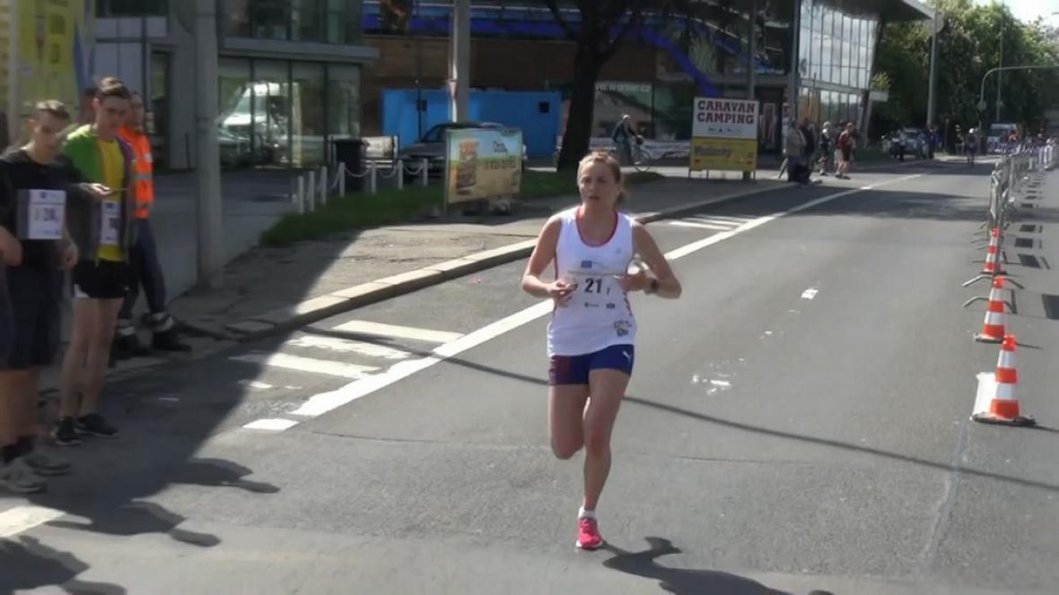 Jedna z účastnic juniorského maratonu