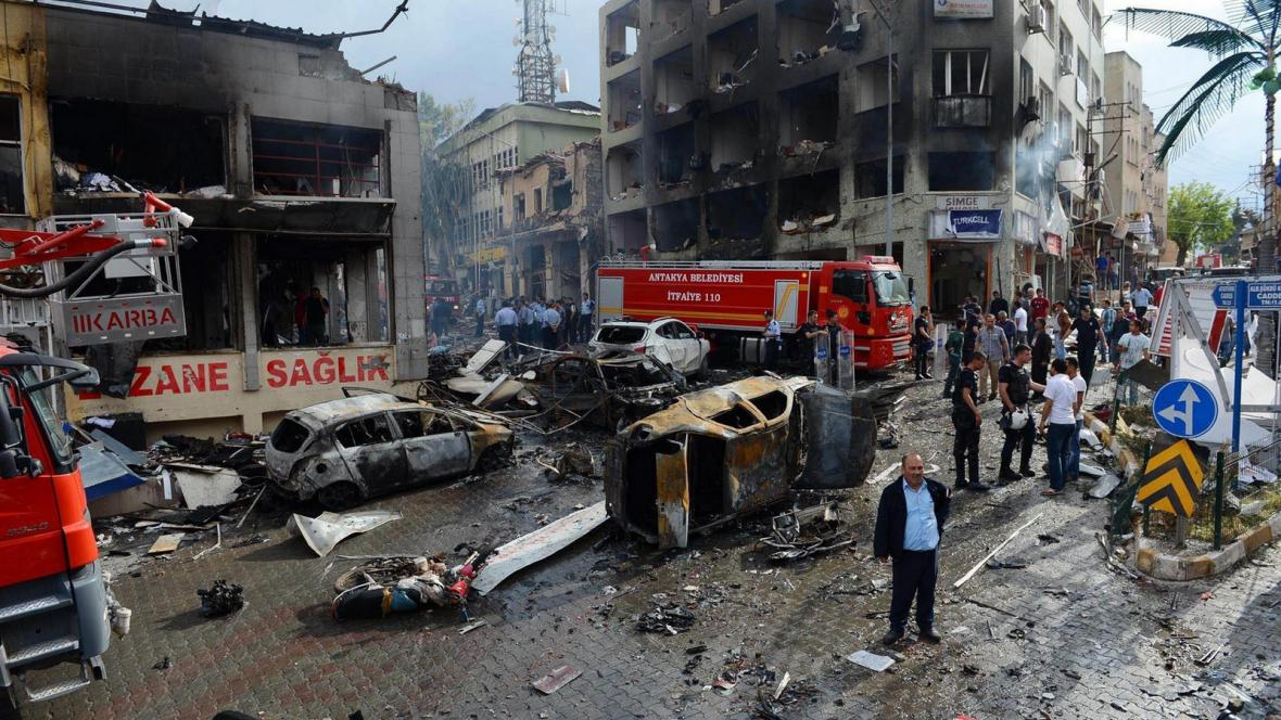 Následky pumového útoku v Turecku