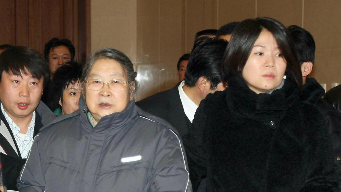 Vnučka Mao Ce-tunga Kchung Tung-mej (vpravo)