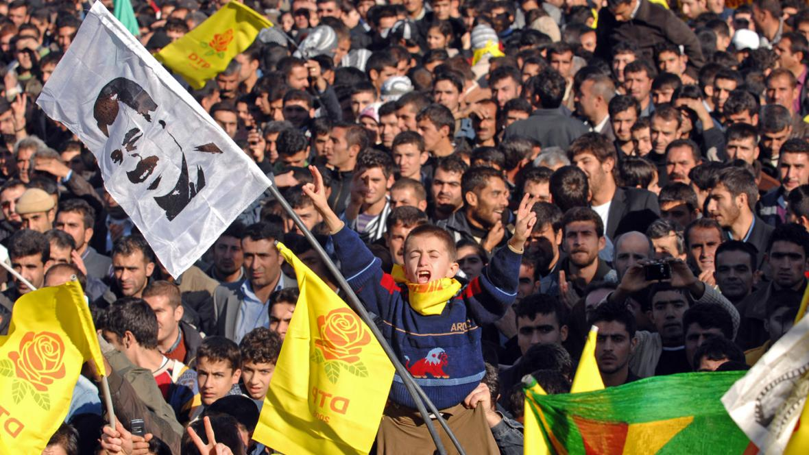Kurdové s portréty Abdullaha Öcalana