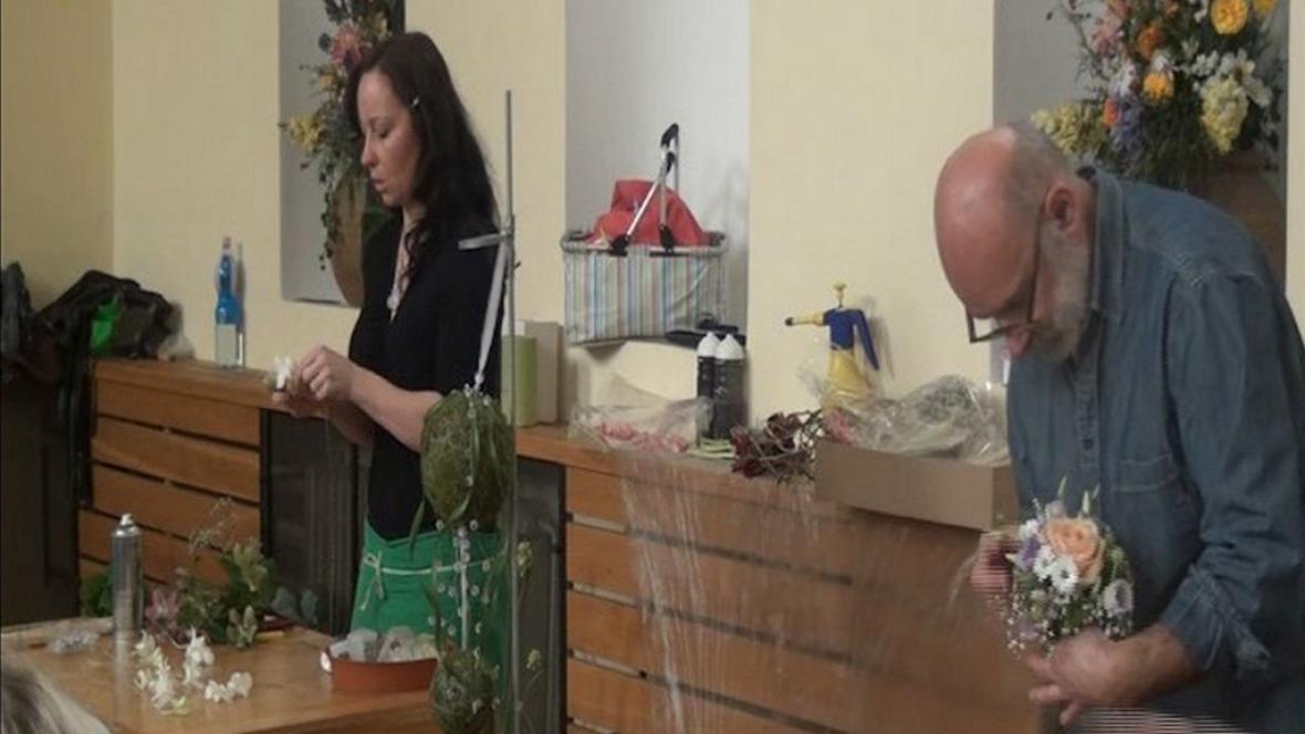 Floristé předvádějí netradiční svatební výzdobu