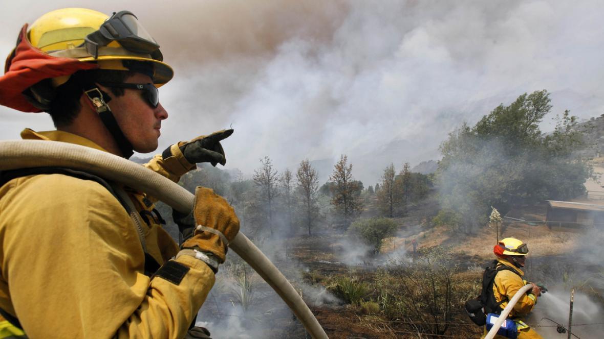 Likvidace lesního požáru v Kalifornii