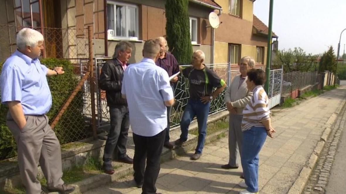 Lidé bydlící naproti překladišti