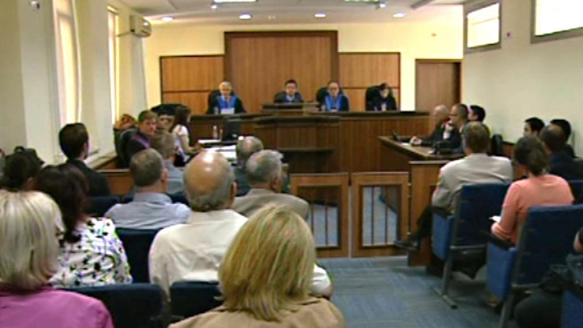 Soud s lékaři v Kosovu