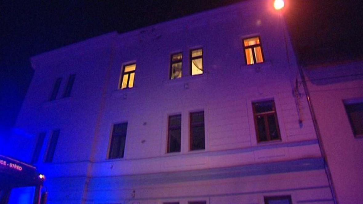 Plzeňskému domu vzplála střecha