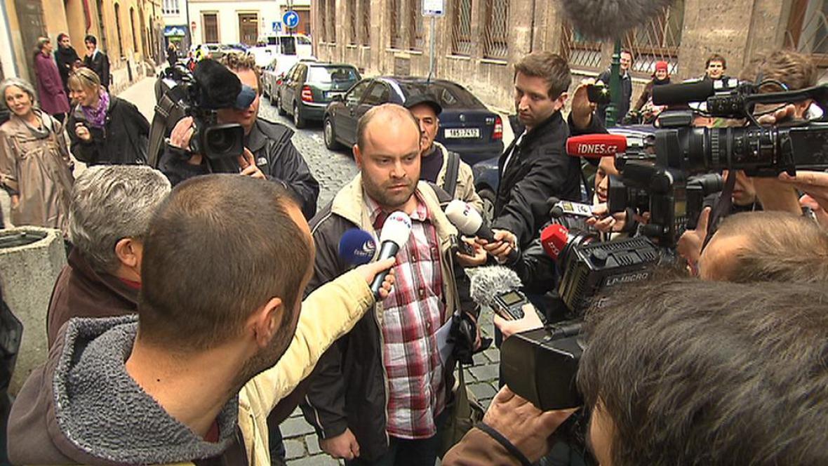 Roman Smetana před policejní služebnou