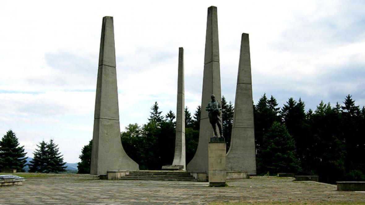 Památník v Ploštině
