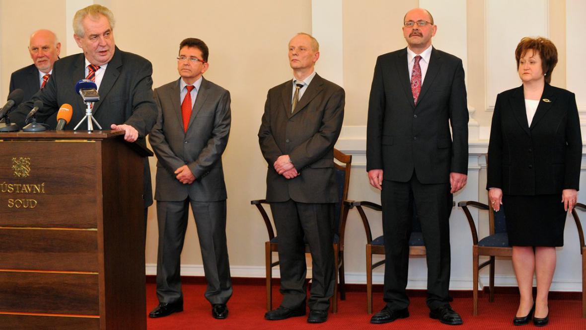 Zeman a čtyři kandidáti na ústavní soudce