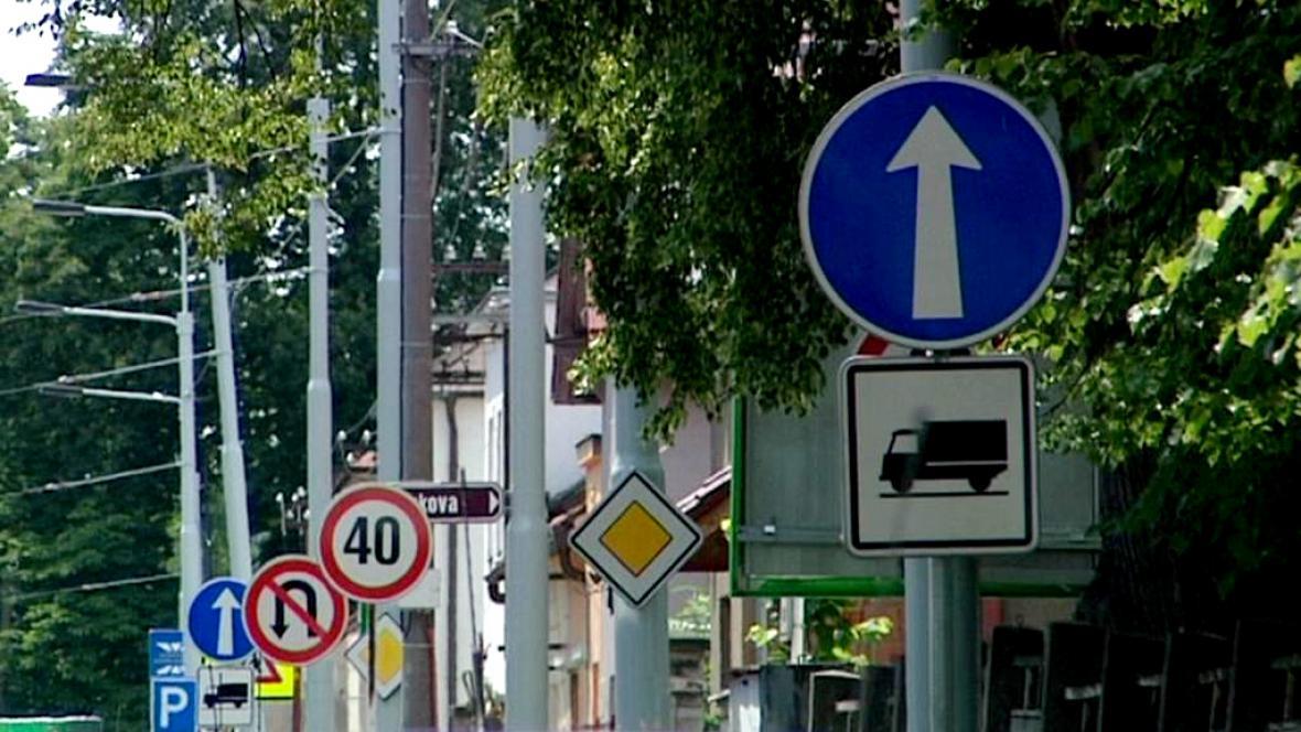 Les značek na českých silnicích