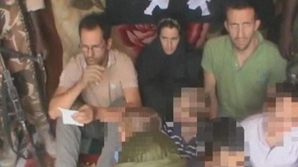 Na internetu se objevilo video s unesenými Francouzi
