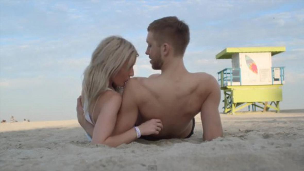 Ellie Goulding a Calvin Harris v novém klipu