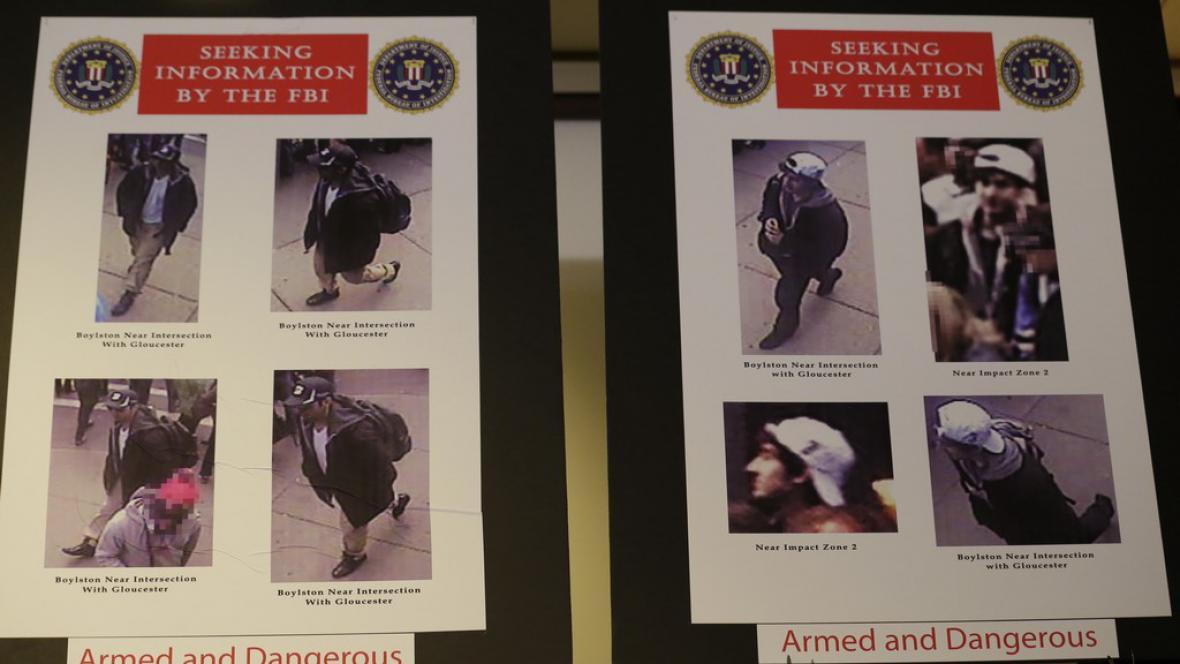 Série fotografií dvou podezřelých z bombového útoku v Bostonu, které zveřejnila FBI