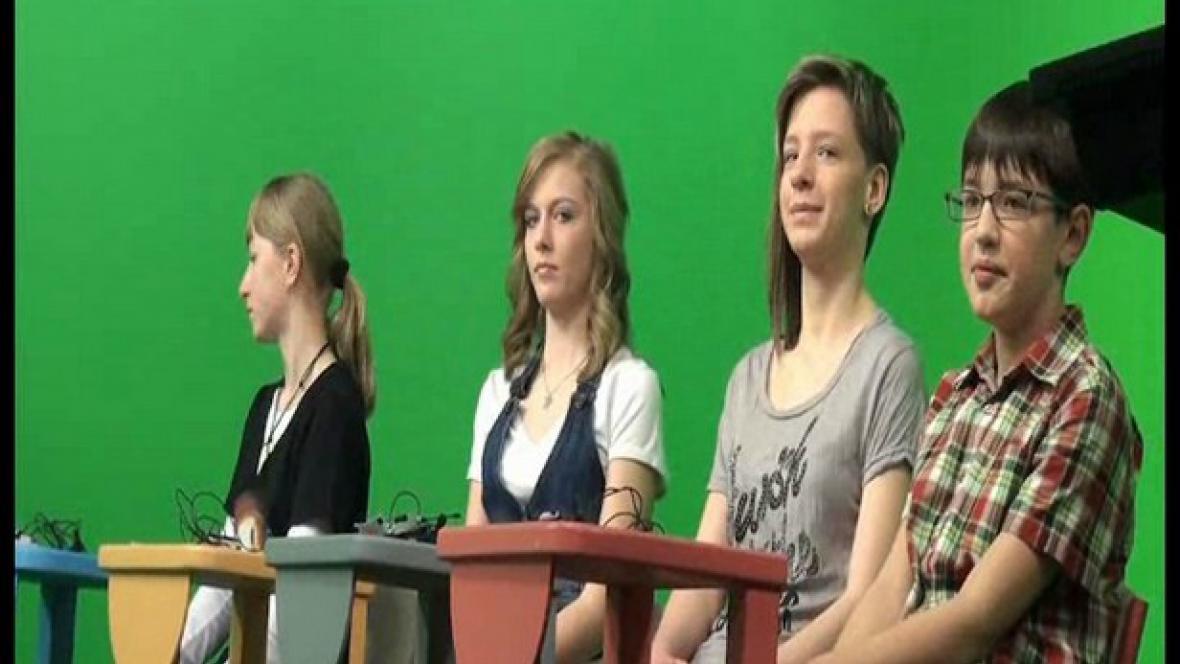 Studenti při natáčení Zpráviček