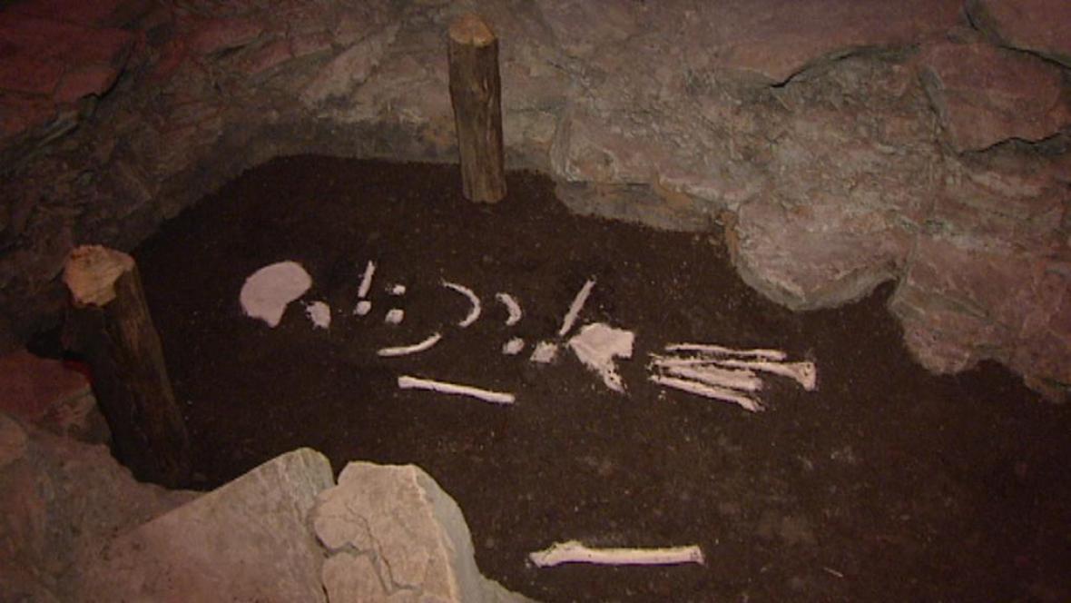 Pravěký hrob