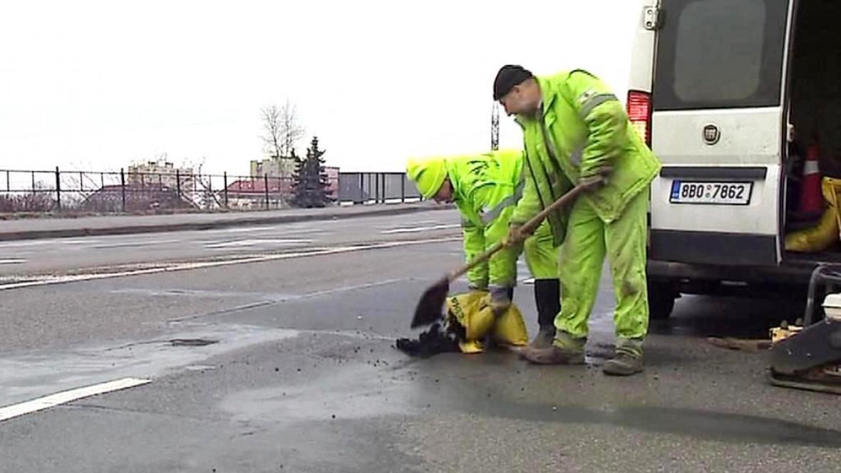 Opravy silnic po zimě
