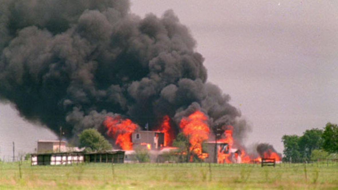 Požár sídla sekfy davidiánů v roce 1993