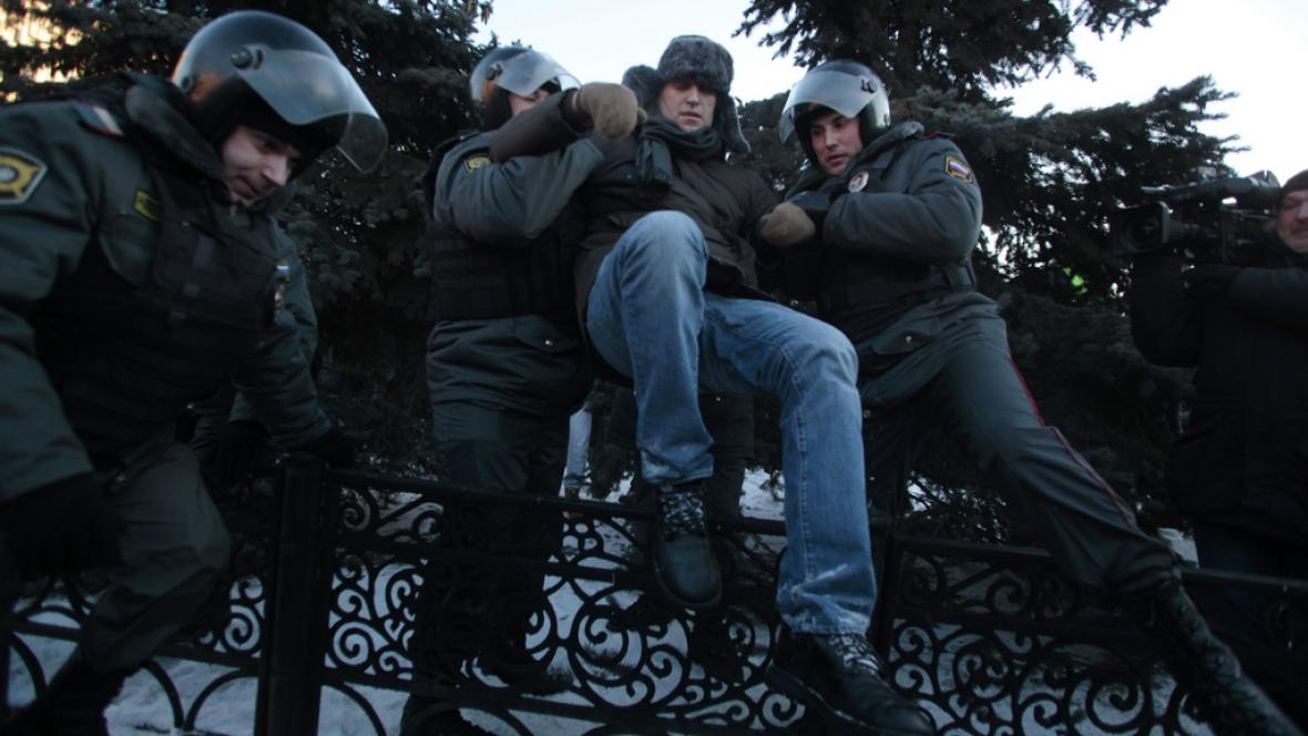 Policie zatýká Alexeje Navalného